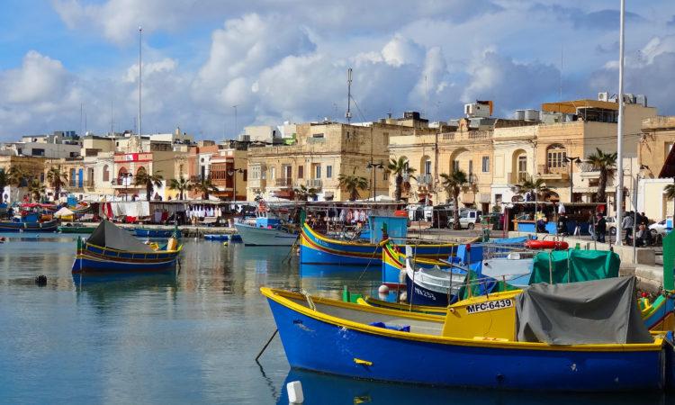 Luzzu dans le port de Marsaxlokk